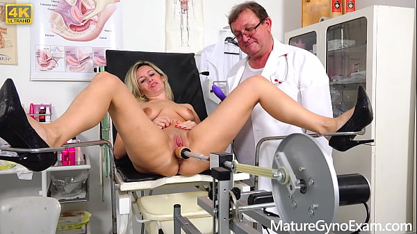 Kinky gynecologist makes his naked patient Jenny Smith cum in gyno chair