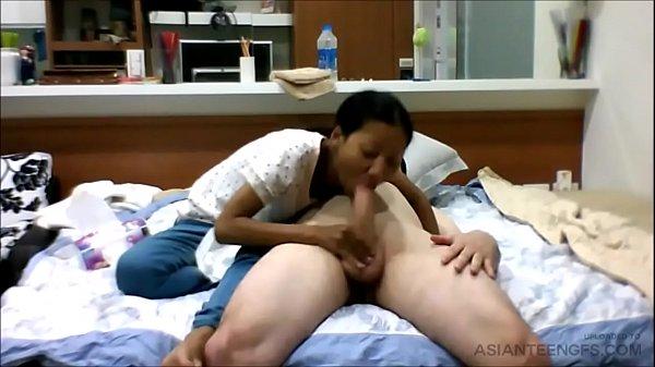(HIDDEN CAMERA) Tiny Asian girl sucks a white cock