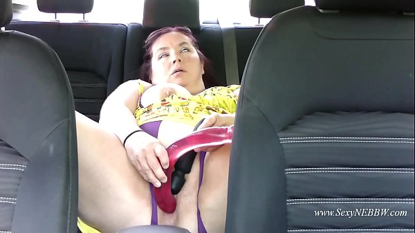 Sexy BBW Masturbates in Her Car