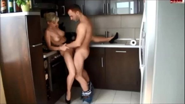 Amateur hot babe fuck in kitchen Thumb