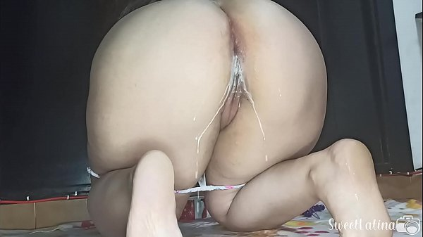A dildo, anal beads, syringe and milk to masturbate and put your milk in my ass, do you want to see how good it feels