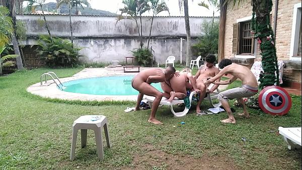 Amigos fazem sexo com professora nas férias na beira da piscina Inês ventura Samuka ventura