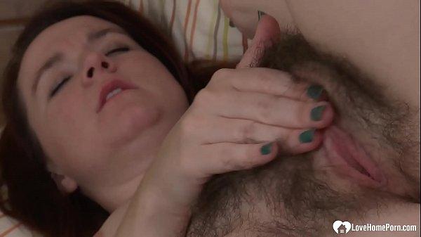 Sexy hairy babe is alone and masturbating Thumb