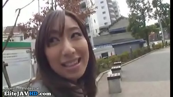 Japanese assistant accepts to get cumshot in mouth