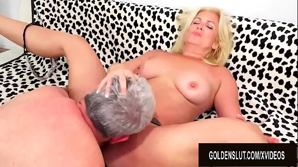 Older Floozy Taylor Leigh Gorges Herself on an ...