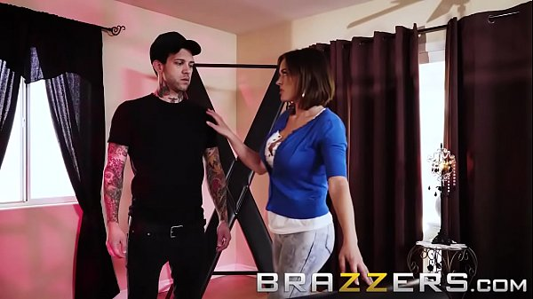 (Krissy Lynn, Small Hands) - How To Train Your MILF - Brazzers  thumbnail