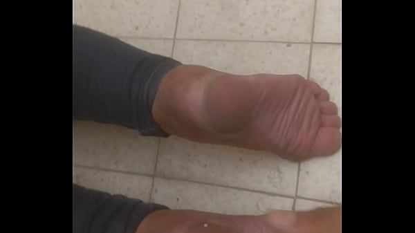 Neighbor wife let me cum on her soles at public Thumb