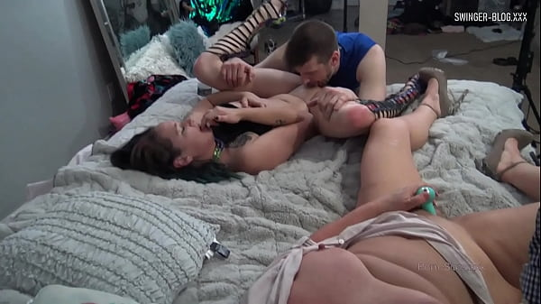 Busty housewives eating pussy and sharing dicks in swinger foursome