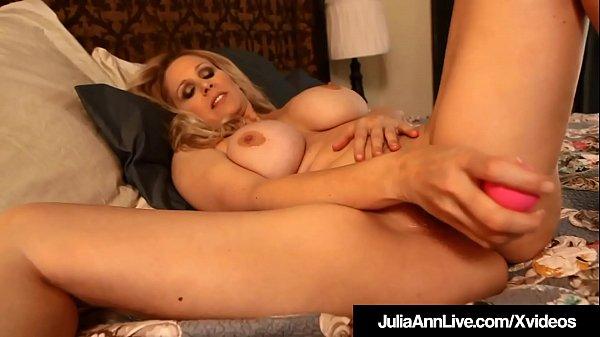 World Famous Milf Julia Ann Dildo Fucks Her Hot Juicy Pussy!