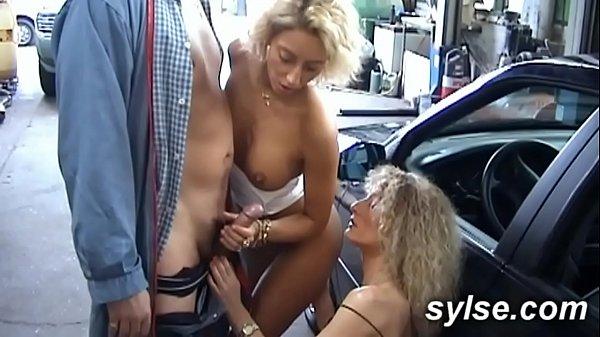 2 MILFs amatrices au garage avant partouze bord de route