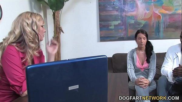 Mom Jordan Kingsley Tries Tina Dove's Black Boyfriend