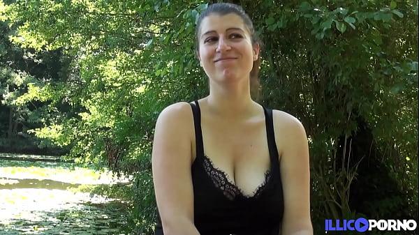 Ilia, cochonne à gros seins, se fait éclater le cul en pleine nature !
