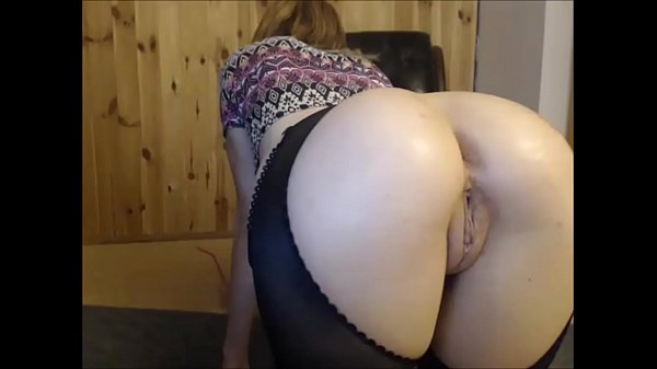 Amateur Girl Gives You a Glimpse of her Ass and...