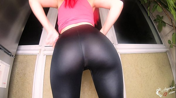Hot Babe Changes Clothes and Demonstrates Her Gorgeous Ass