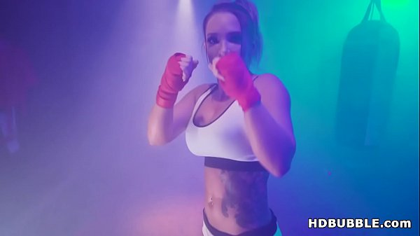 Booty Boxer Cali Carter assfucked after sweaty training Thumb