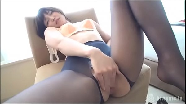 18-year-old S-class beauty growing breasts again! Natural and lascivious constitution that can be done many times is powered up with lotion and pantyhose