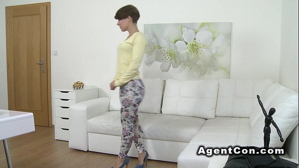 Beautiful figure babe fucks fake agent in casting Thumb