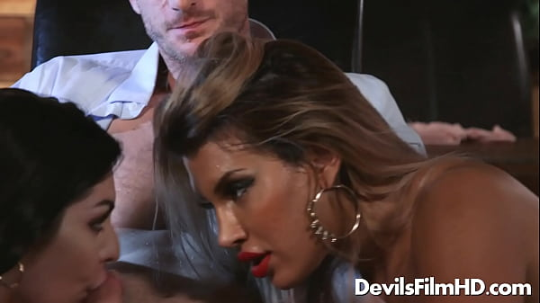 Hot FFM with Mercedes Carrera and Keira Croft