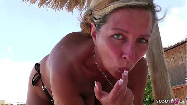 GERMAN MILF SEDUCE to FUCK directly from Pool i...