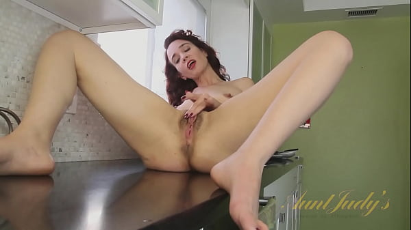AuntJudys - 43yo MILF Sable gets herself off in the Kitchen (AJ Classics)