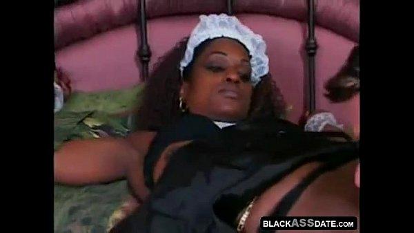 dark chocolate housemaid helps her boss to cum Thumb