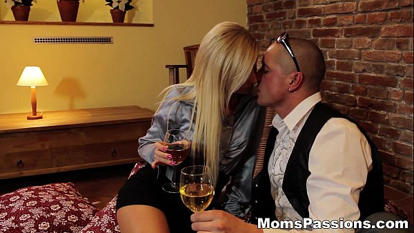 Moms Passions - Great way to please a mommy Dana teen-porn Thumb