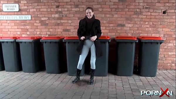 Amateur teen pissing her pants Thumb