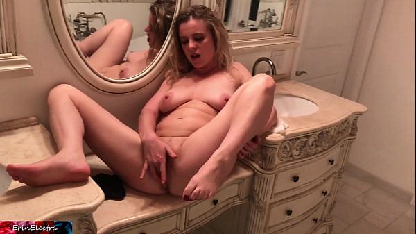 Surprise creampie impregnates stepmom - Erin El...