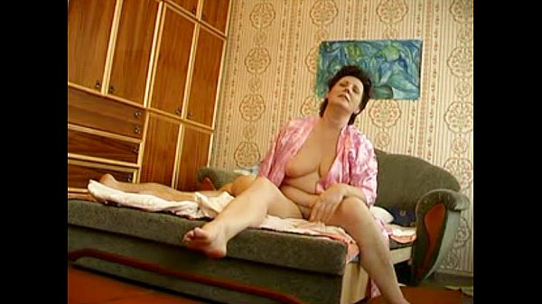 Russian mature with young boy hiddencam Thumb