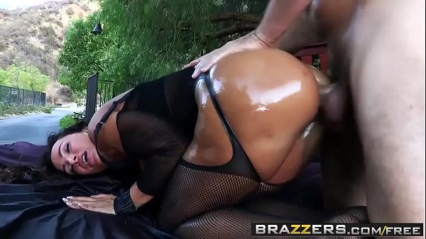 Brazzers - Big Wet Butts - Wet Dream scene star...