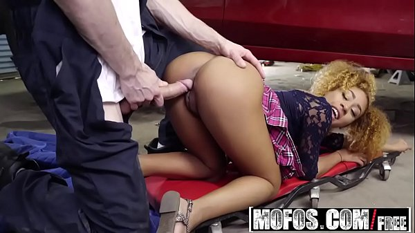 Mofos - I Know That Girl - Ebony Spinners Deepthroat Discount starring  Kendall Woods and Brick Dang
