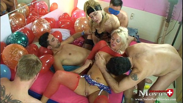 2 Bi-Girls laden 4 Kollegen zur Fickparty ein - SPM SandyJanineTR17 Thumb