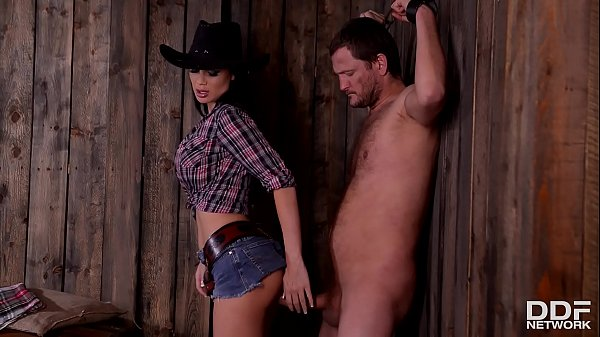 Dominant Sheriff Jasmine Jae spanks & interrogates defenseless prisoner