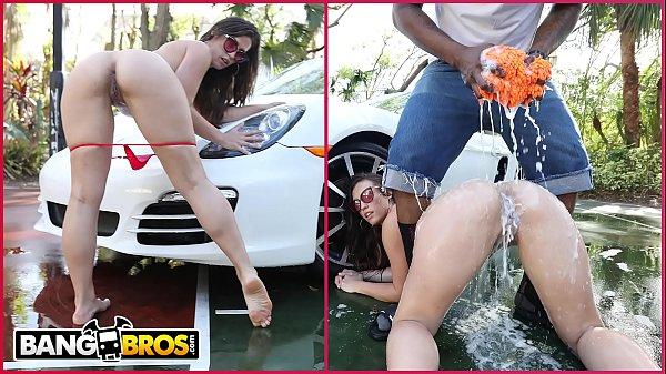 BANGBROS - Big Booty PAWG Kelsi Monroe Twerks W...