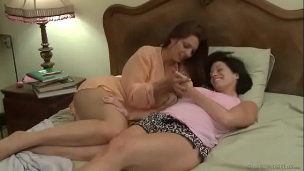 mãe transa com a filha