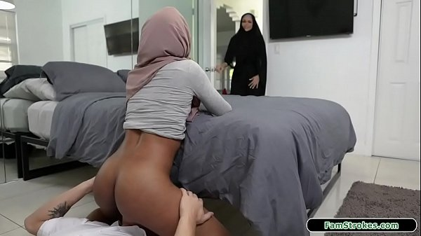 Stepbro fucks his hijab wearing stepsis