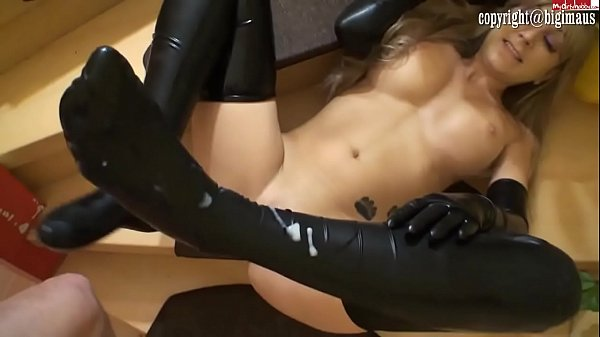 Latex chick in gloves fucked Thumb