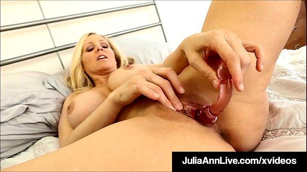 Finger Fucking Milf Julia Ann Creams Her Cougar Cunt For Fan