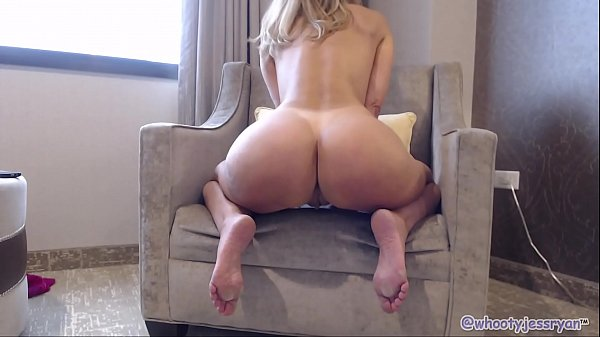 PAWG Milf Camgirl Twerking Ass Shaking To Din D...