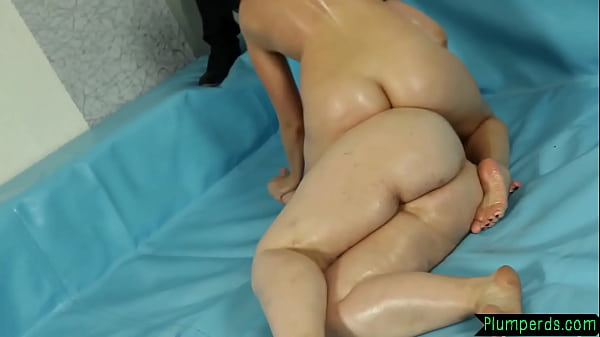 Beautiful wrestling bbw fucked by the ref