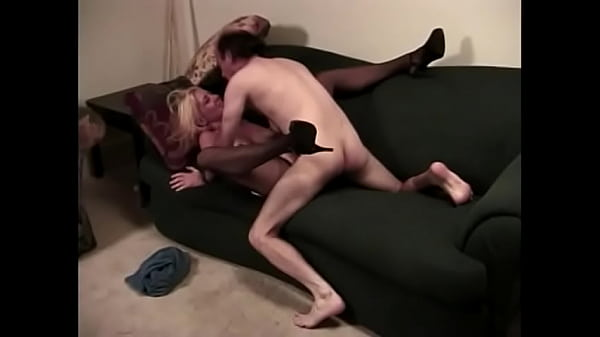 Babe spreads her legs and gets her pussy eaten out and fingered and fucked Thumb