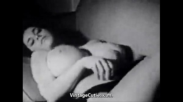 Brunette with very Big Tits Teases Herself - XVIDEOS(1).COM Thumb