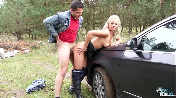 MyFirstPublic Young Nathaly Cherie stops the ca...