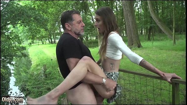 Old man hardcore fucking young girl fucks her p...
