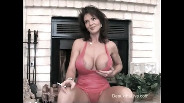 Deauxma Smoking Hot