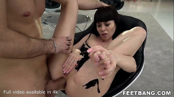 Tiny Feet Sasha Colibri know a thing or two about how to Tease a guy