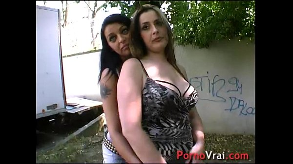 Two lesbians get fucked and dyke !! French amateur