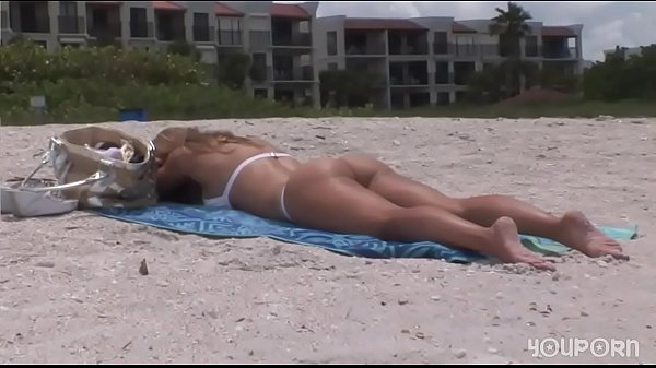 YouPorn - Amanzing Blonde poses for photos on the beach DreamGirls Thumb