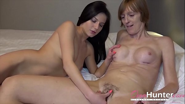 OmaHunteR Sexy Teen Chick and Mature Lady Thumb