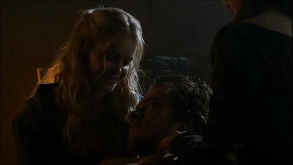 Alfie Allen sex & castration in Games of Throne...